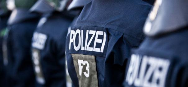 Symbolbild: Polizisten, Polizei