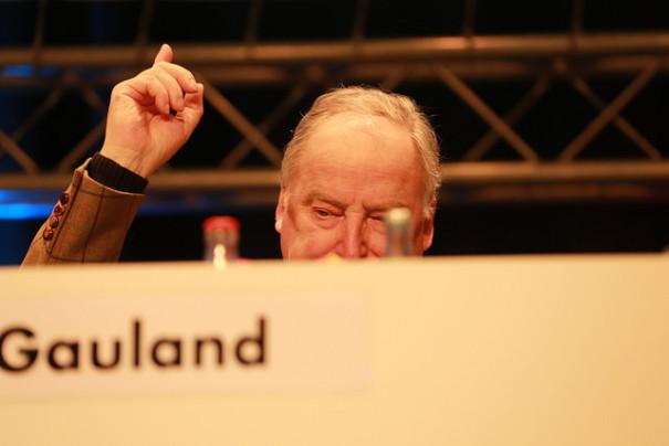 Der Landeschef der Brandenburger AfD, Alexander Gauland. © blu-news.org auf Flickr, bearbeitet by IslamiQ