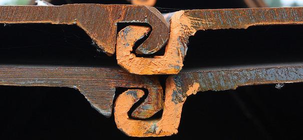 Symbolbild: Hand in Hand, copyright Martin Fisch auf flickr, bearbeitet by IslamiQ.