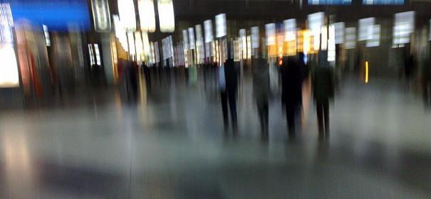Düsseldorfer Hauptbahnhof © by ghost101 auf Flickr (CC BY 2.0), bearbeitet islamiQ