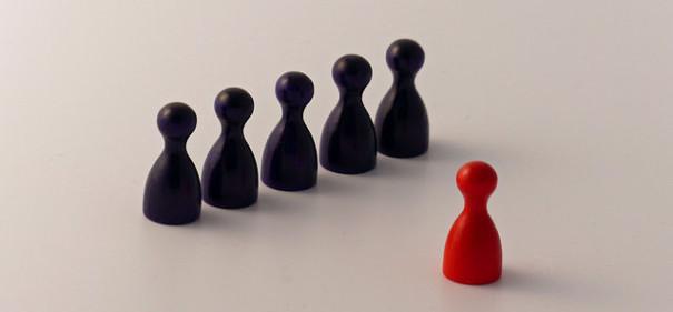Einer gegen alle? © evangelisches Schuldekanat auf flickr, bearbeitet by IslamiQ.