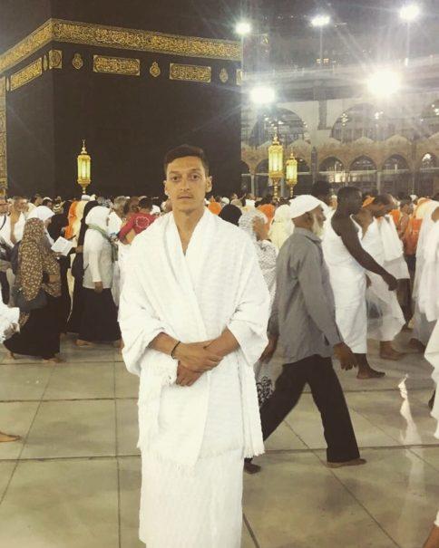 Mesut Özil vor der Kaaba @Mesut Özil/facebook