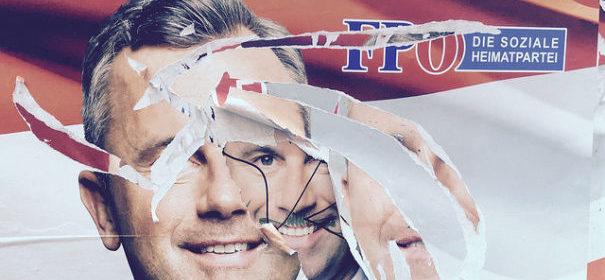Ein abgerissenes Wahlplakat der AfD. Ist der Spuk um den Rechtspopulismus vorbei? © Michael Gubi auf flickr, bearbeitet by IslamiQ.