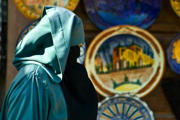 Symbolbild: Burka, Burkaverbot © Montse PB auf flickr (CC BY 2.0), bearbeitet by IslamiQ.