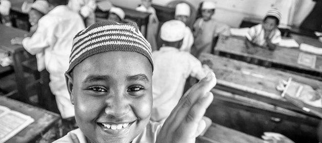 Symbolbild: Muslimische Kinder © Michał Huniewicz auf flickr (CC BY 2.0), bearbeitet by IslamiQ.