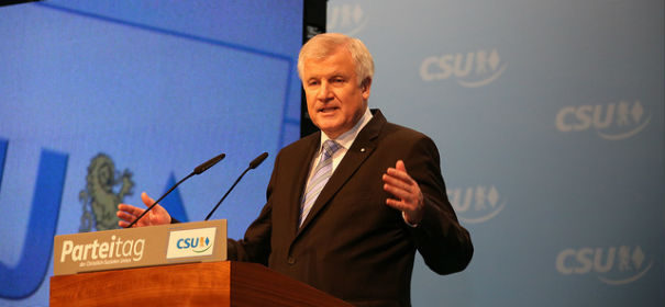 Horst Seehofer © by Metropolico.org auf flickr, bearbeitet by IslamiQ.