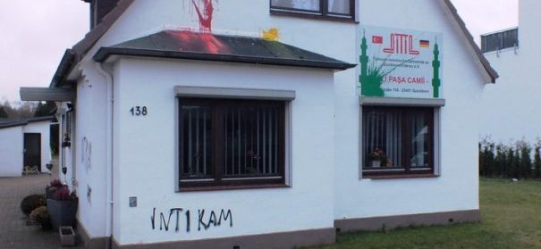 Unbekannte haben eine Moschee Quickborn im Kreis Pinneberg in Schleswig-Holstein angegriffen.
