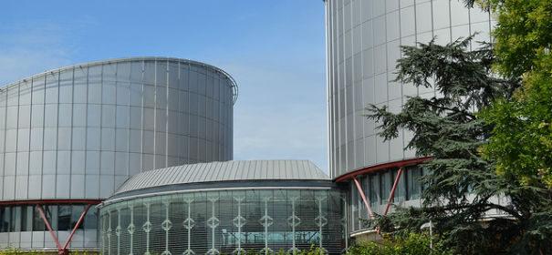Europäischer Gerichichtshof © Denis Simonet auf flickr, bearbeitet by IslamiQ.