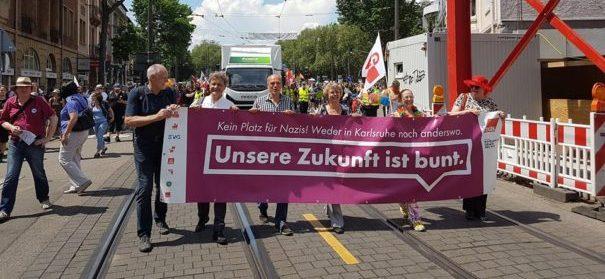 Tausende demonstrieren gegen Rechts - Karlsruhe © Facebook, bearbeitet by iQ.