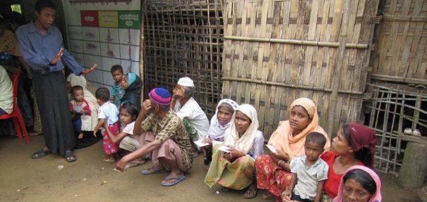 Rohingya, Stacheldrahtzaun