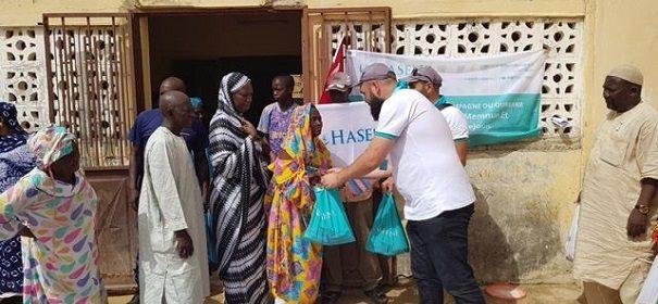 """Helfer der Hilfsorganisation """"Hasene"""" im Einsatz für Bedürftige zum Kurban 2017 © Hasene, bearbeitet iQ"""