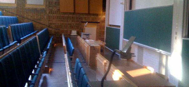 Professor diskriminiert Studentin wegen ihres Kopftuches