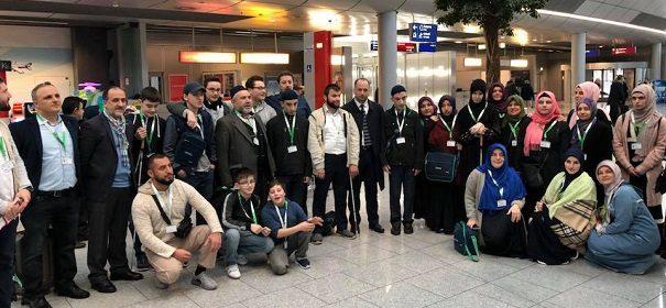 """Die Pilgergruppe """"Umm Maktum"""" auf dem Weg zu ihrer Umra-Reise"""