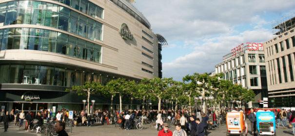 """Die Einkaufsstraße """"Zeil"""" in Frankfurt. Hier wurde ein junger Muslim mit einer Reizgaspistole angeschossen © shutterstock"""