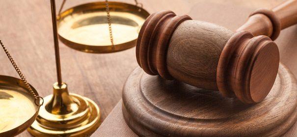 Symbolbild: Gerichtssaal, Richter, Urteil © perspektif.eu