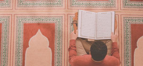 Symbolbild: Religiosität muslimischer Jugendlicher. © shutterstock