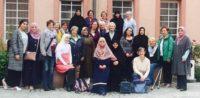Muslimische und christliche Frauen werden Kulturmittlerin