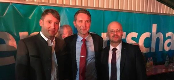 Andre Poggenburg (links) und Kollegen am vergangenen politischen Aschermittwoch. Trotz offenen rassistischen Sprüchen soll die AfD auch in Zukunft nicht vom Verfassungsschutz beobachtet werden. © Facebook