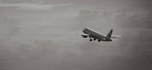 Ein Flugzeug (Symbolfoto) © Matthias Rhomberg auf flickr.com (CC 2.0), bearbeitet by iQ.