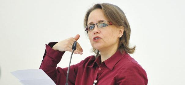Die Medienpädagogin und Sprachwissenschaftlerin Sabine Schiffer über Populisten. © privat, bearbeitet by IslamiQ