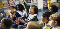Kindergarten entlässt-Praktikantin mit Kopftuch © Perspektif, bearbeitet by iQ.