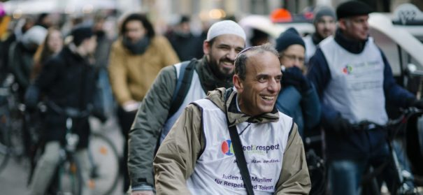 Imame und Rabbiner radeln gemeinsam in Berlin © meet2respect