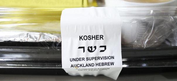 Niederösterreich streitet über koscheres Essen. © shutterstock, bearbeitet by IslamiQ.