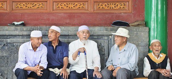 Symbolbild: Uighuren © shutterstock, bearbeitet by iQ.