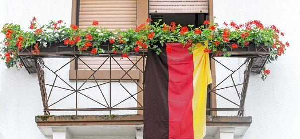 Symbolbild Deutschland Studie © shutterstock, bearbeitet by iQ.