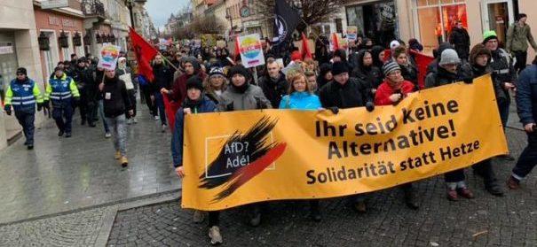 Protestzug gegen die AfD in Riesa (c)facebook, bearbeitet by IslamiQ