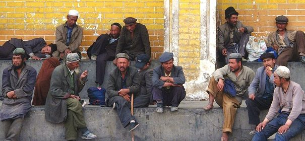 Uiguren, Überwachung © shutterstock bearbeitet by IslamiQ.