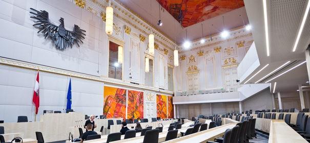 Bundesrat in Österreich genehmigt Kopftuchverbot © shutterstock, bearbeitet by IslamiQ.
