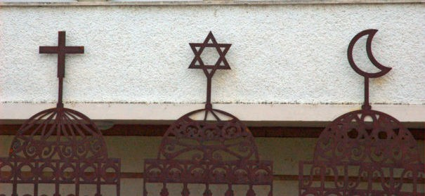 Weltreligionen (c)shutterstock, bearbeitet by iQ