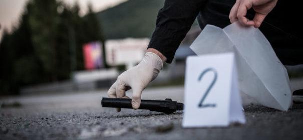Rechtsextremist erschießt einen Mann wegen seiner Hautfarbe (c)shutterstock, bearbeitet by iQ