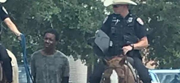 Polizei führt Mann ab, Strick, Rassismus