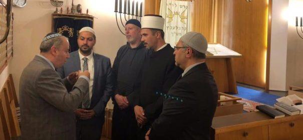 Muslime zeigen Solidarität in Synagoge