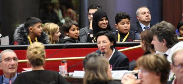 Muslimin mit Kopftuch im Regierungsparlament (c)privat, bearbeitet by iQ