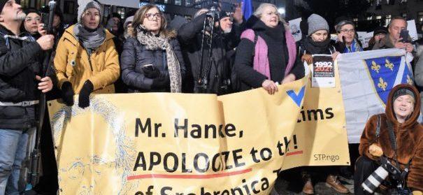 Proteste gegen Handke © Twitter, bearbeitet by iQ.