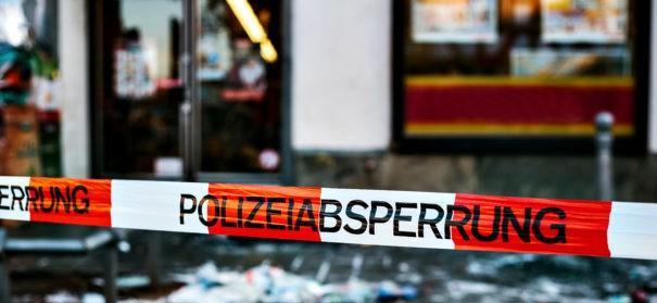 Symbolbild: Polizeiabsperrung - Brandstiftung