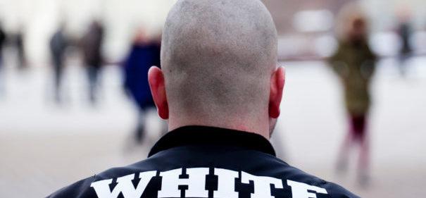 Verfassungsschutz, Rechtsextremisten © Shutterstock, bearbeitet by iQ.