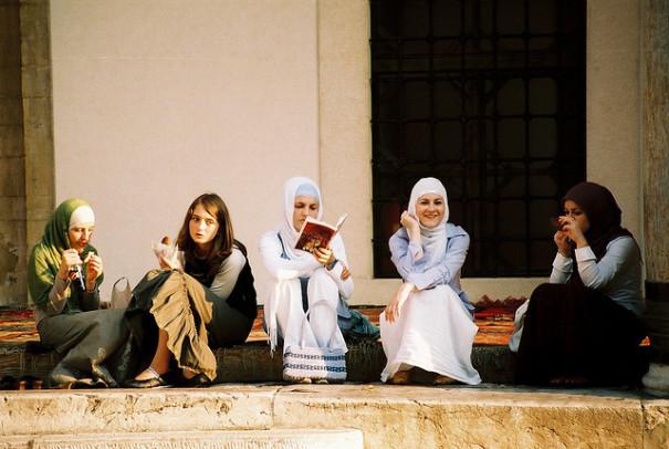 Symbolbild: Kopftuchverbot, Lehrerinnen