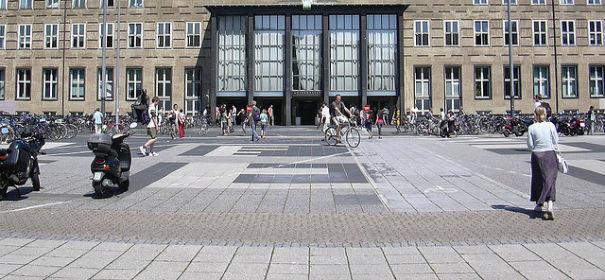 Symbolbild: Universität zu Köln. Viele Studenten fragen sich: wie komme ich an ein Stipendium? © by Tim Bartel auf flickr.com (CC BY 2.0),