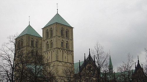 "Symbolbild: Münster © by TIJsB auf ""http://www.flickr.com"", bearbeitet islamiQ"