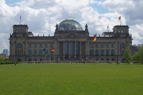 Der Bundestag Berlin © by malditofriki auf flickr, bearbeitet by IslamiQ.