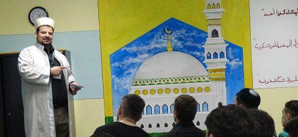 Gefängnisseelsorge - Imam Demir beim Freitagsgebet in der Justizanstalt Josefstadt © R. Demir