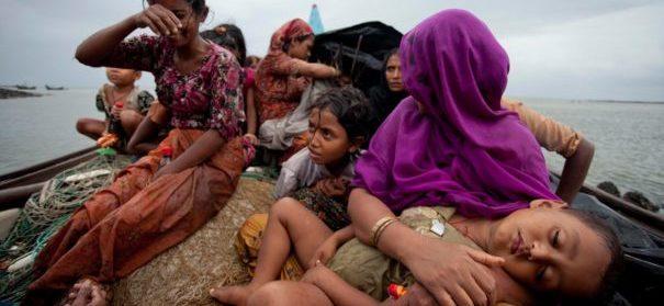 Rohingya-Flüchtlinge auf einem Boot, Flüchtlingswelle, Corona © amnesty.org