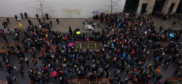 Studenten-Demo gegen Jura-Professor Rauscher #Rauscherrauschab