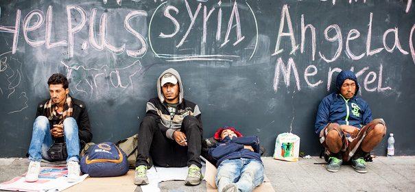 Symbolbild: Corona Flüchtlinge, Einwanderung © shutterstock.com, bearbeitet by iQ.