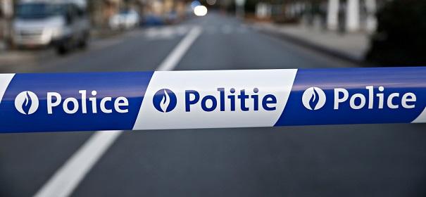 Symbolbild: Angriff, Polizei © shutterstock