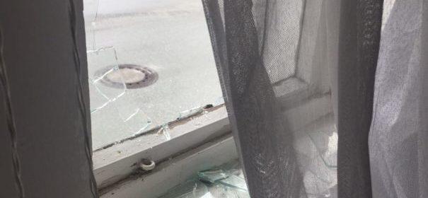 Fensterscheiben der Moschee eingeschlagen (c)Privat, bearbeitet by iQ